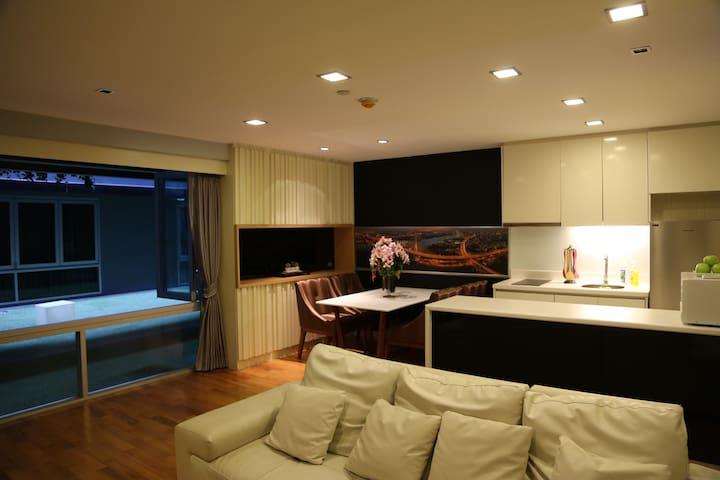 1 bedroom condo 1 minute walk from BTS Chongnonsi