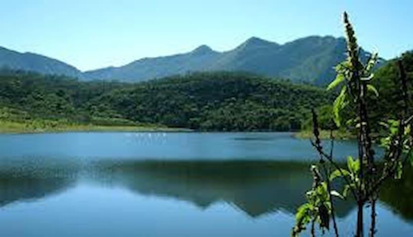 Lake house in Laguna de apastepeque