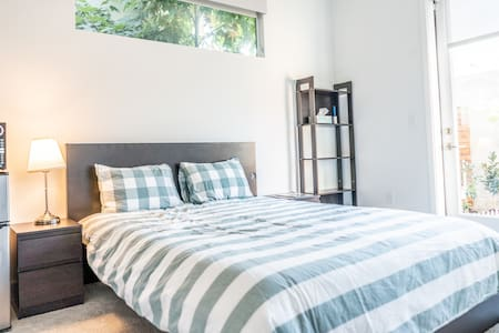 Modern + Private Guest Suite! 12 mins to SF!!