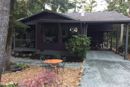 The Purple Owl -  2 Bedroom Home to Hoot About!