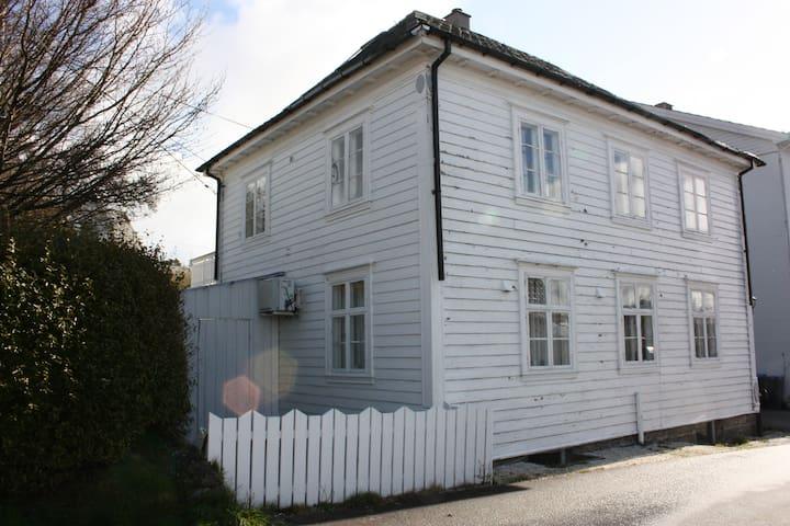 Sæbøvik的民宿