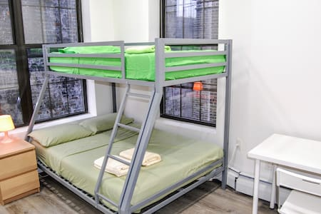 Private bedroom 3 stops from Grand Central