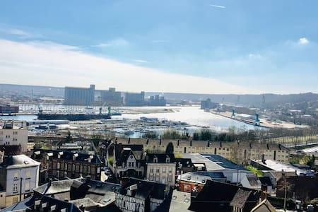 Rouen : 50m2 lumineux, vue sur le port et parking
