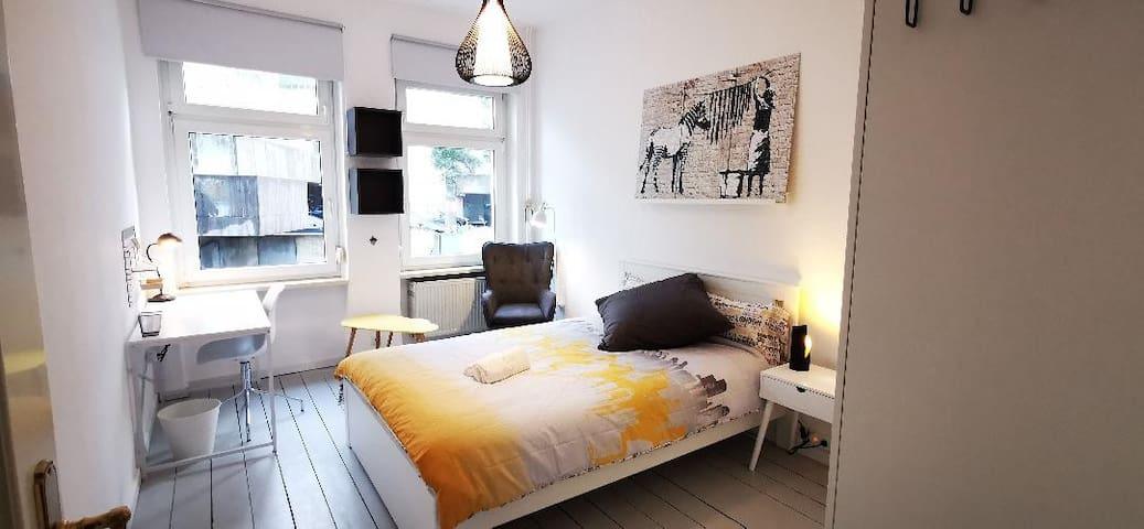 ROOM 2: Nice room in the heart of Bonn in Altstadt