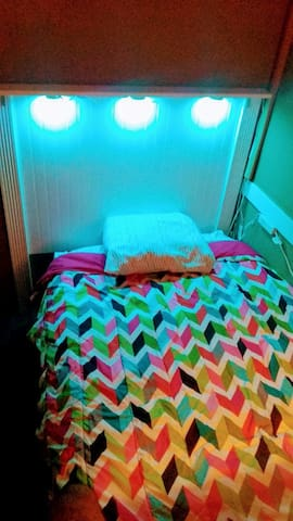 10 Small Room close to *Hollywood Fame Street *