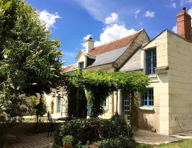 Bréhémont的民宿