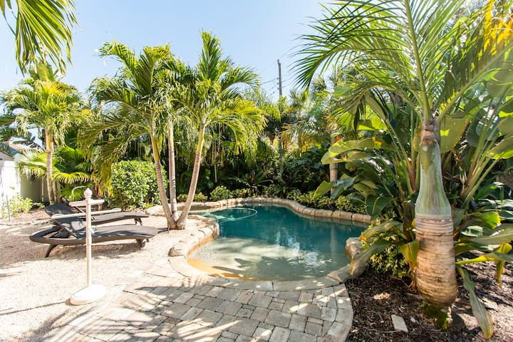 Tropical Oasis Charming 3/2 Resort-Style Pool Home