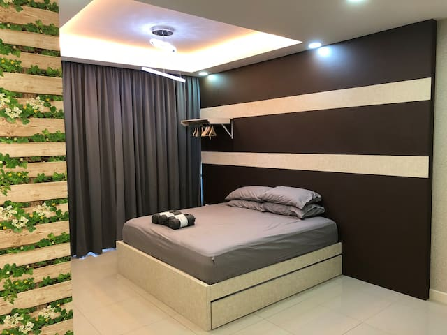 JY's Homestay-3mins to Paradigm Mall & Sutera Mall