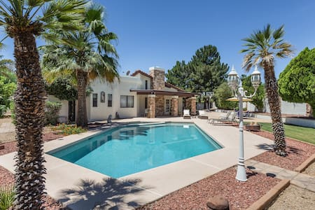Gorgeous Scottsdale Getaway! Heated pool & spa!