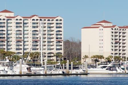 Barefoot Resorts Yacht Club #C single bdrm Queen