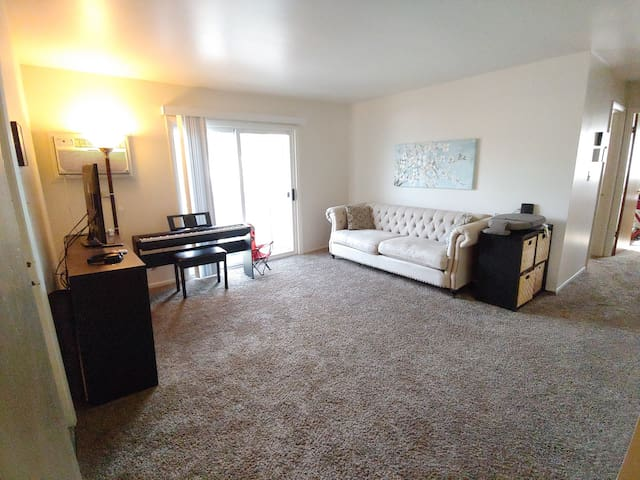 Comfortable 2 bedroom apartment for 4 to 6 guests.