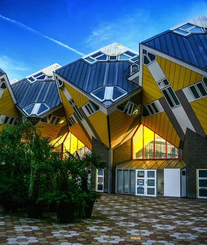 Iconic Cube House - Cloud Room