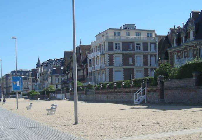 特鲁维尔 (Trouville-sur-Mer)的民宿