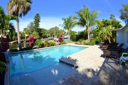 Labor Day Week Availability.  Pool & Boat Dock!