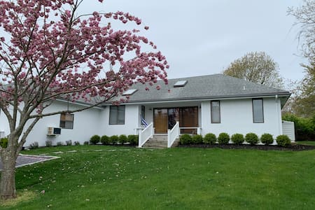 Modern & Bright Montauk Beach House Close to Town