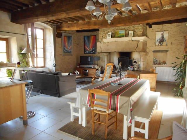 Saint-Aubin-des-Landes的民宿