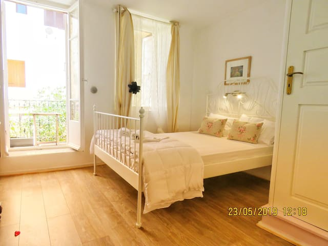 N2. DELIGHTFUL SMALL DOUBLE ROOM OLD TOWN CENTER