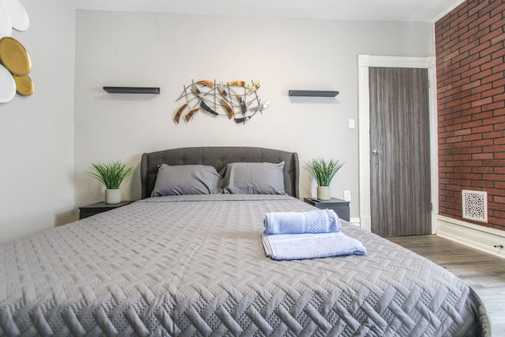 ☆Modern Private Room 3 - Downtown Reading!! ☆