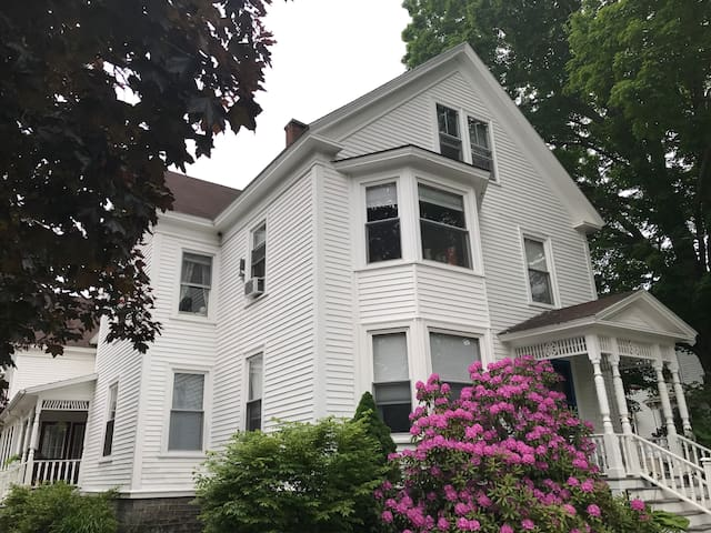 Charming Victorian farmhouse. 1880's  bedrooms-2