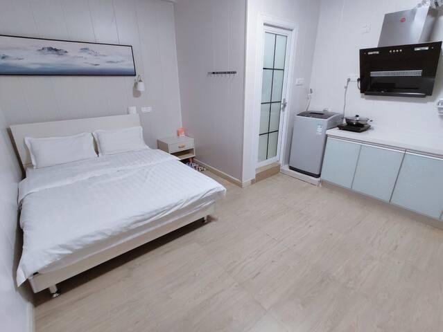 东城万达【奥沙公寓】真大床,美的家电、家