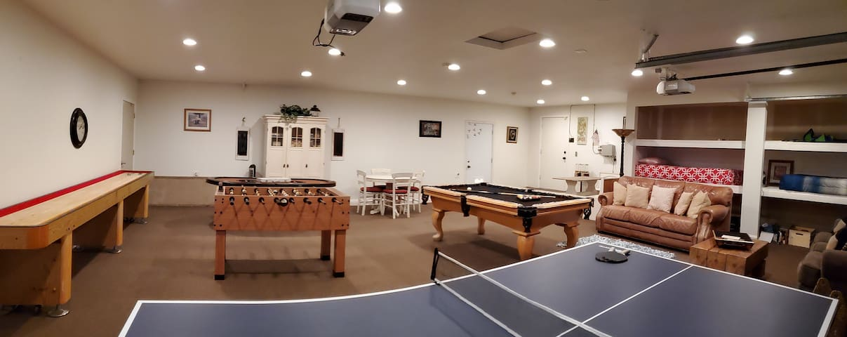 Private home,  game room with pool, ping pong