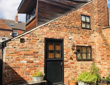 Quirky Self contained flat near City Centre