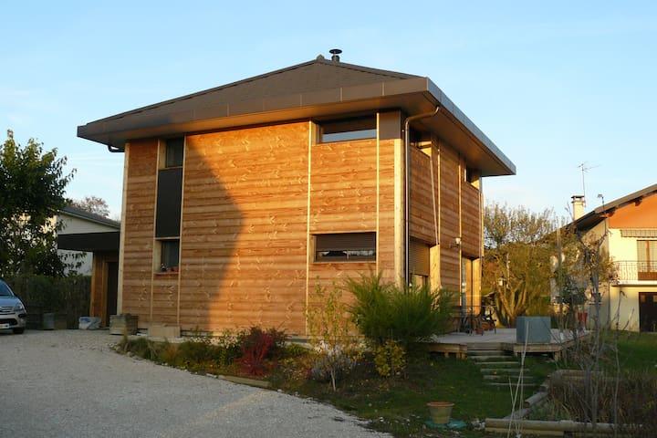 chambre région  d'Annecy  maison écologique
