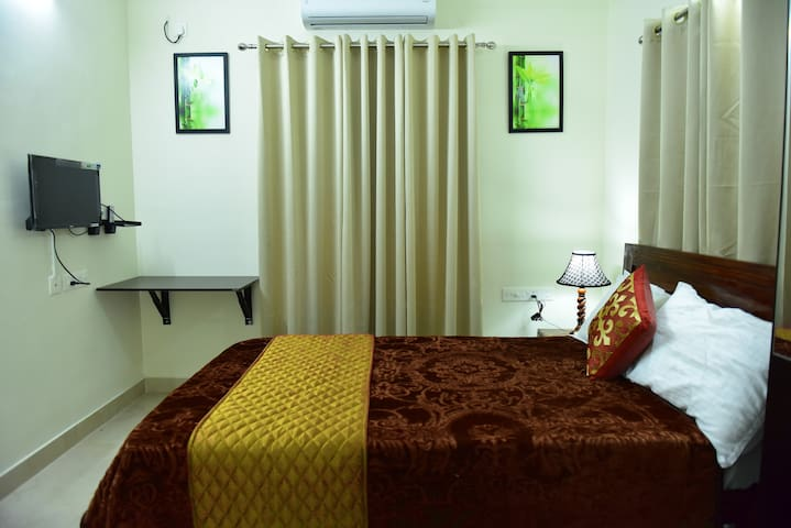 """Green Royale """"Aster"""" Premium Serivced Double Room"""
