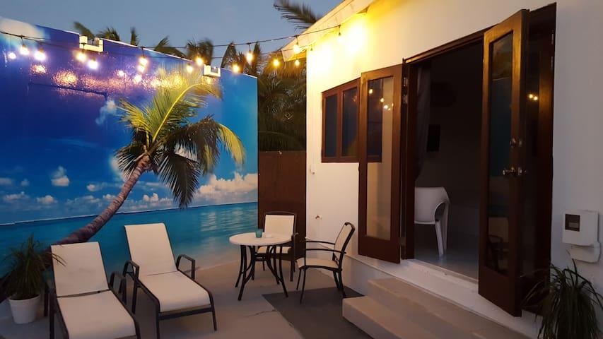 2 min drive to the  Beach -Pina Colada Studio