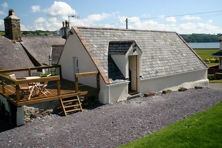 Paddleboard Cottage