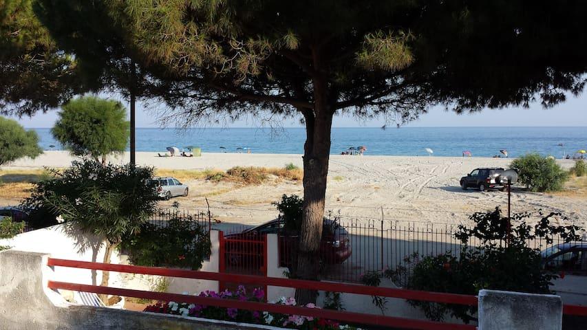 San Carlo-condofuri Marina的民宿