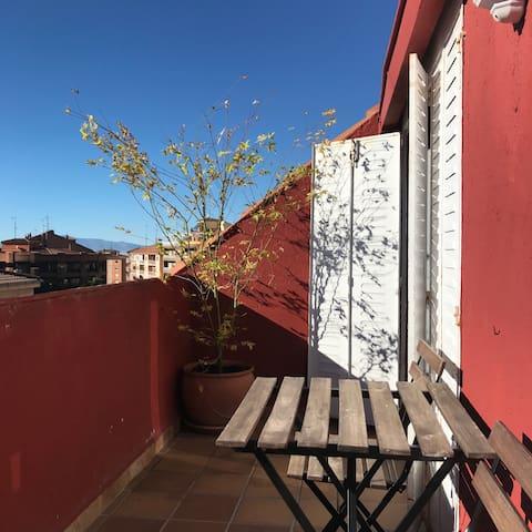 Enjoy Ávila city, hosted in a charming penthouse.