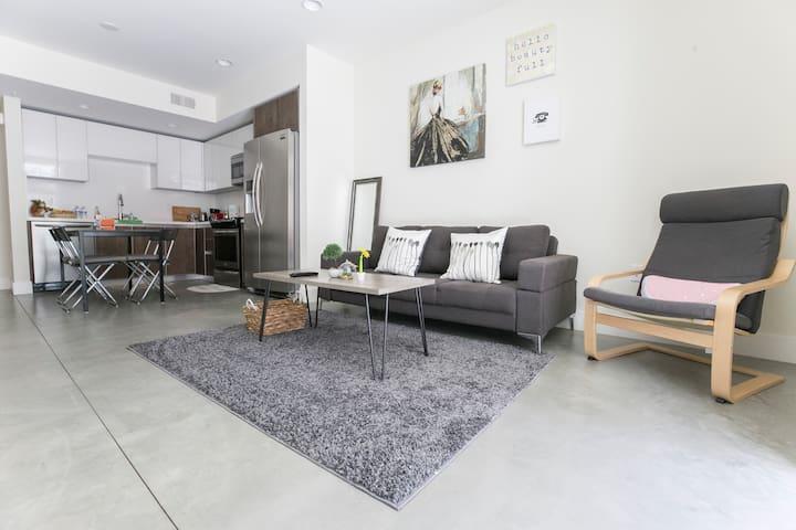 帕萨迪纳现代化1室公寓,3min步行至会展中心/带车位