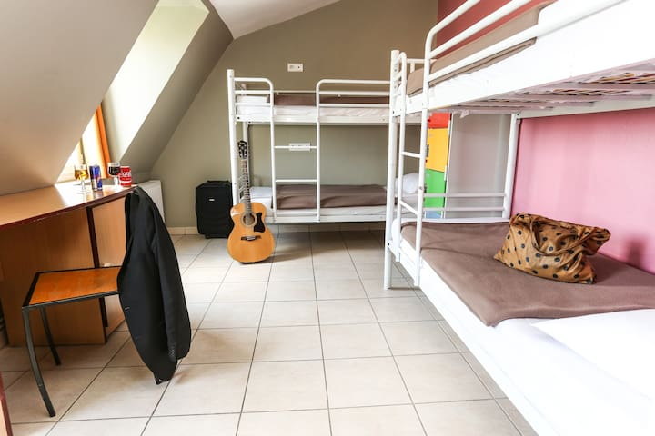 Bed in a 4 bed Dormitory in hostel near Montmartre Hill