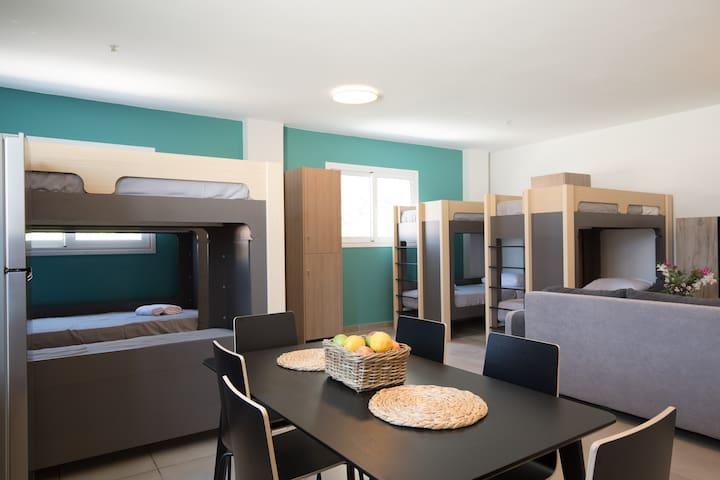 "Local Hostel & Suites ""Bed in 8 Men Dorm""M1"