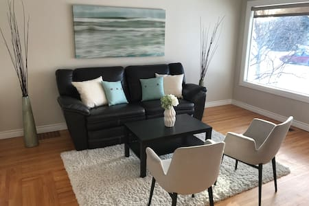 2 Beds*1 block to river valley*10min to downtown!