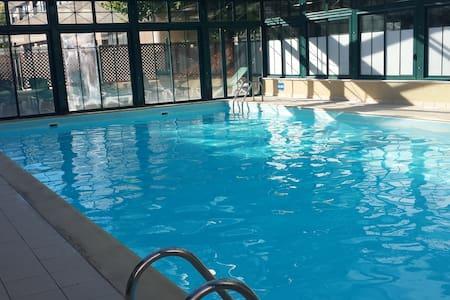 Studio avec piscine couverte près du vieux port