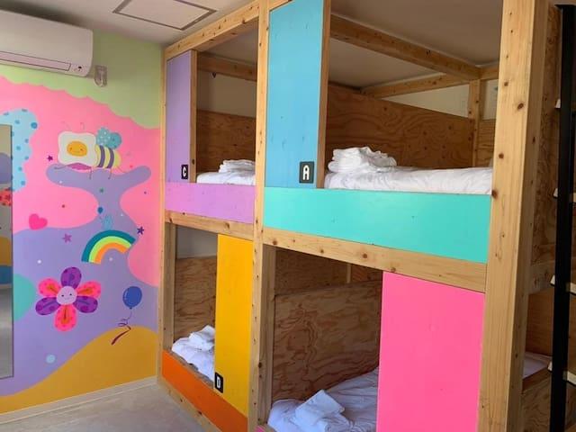 【非同凡响的艺术酒店】YOLO HOTEL MUSEUM 女性专用共用寝室(四人房) 一张床位