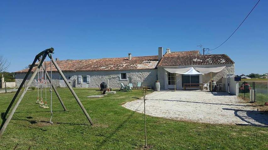 Saint-André-de-Lidon的民宿