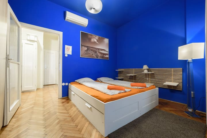 2 Separated Bedroom + Living Room in Centre by Zoe