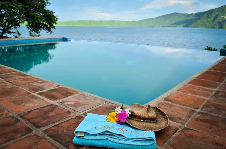 Apoyo Lagoon的民宿