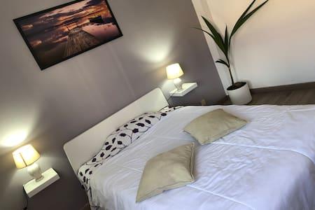 Cosy bedroom con balcón privado