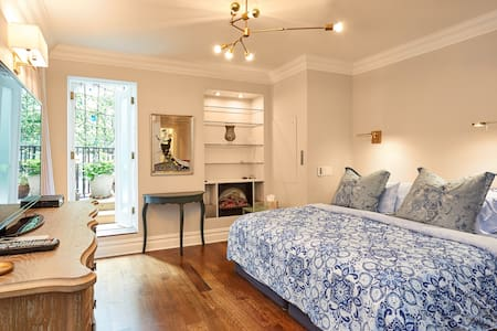 CHELSEA 3 BEDROOM APARTMENT WITH PRIVATE GARDEN!!!