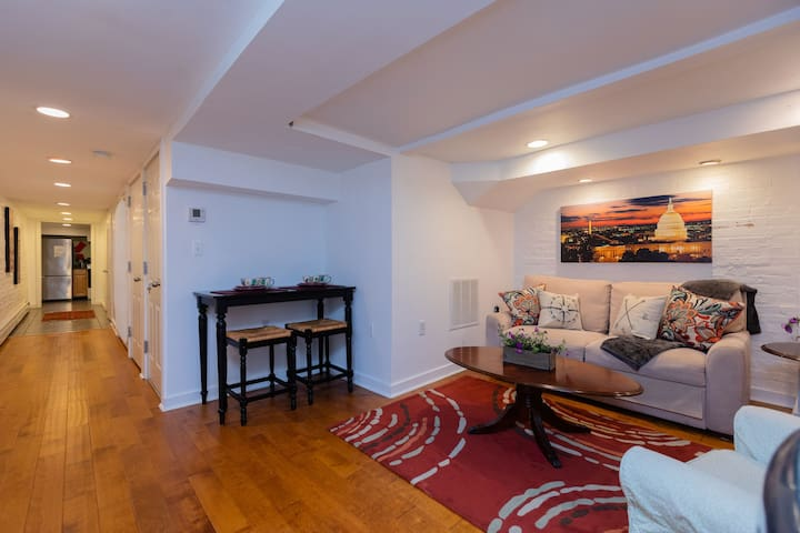 Metro-PROFESSIONALLY CLEANED-Private Entrance.PKG!
