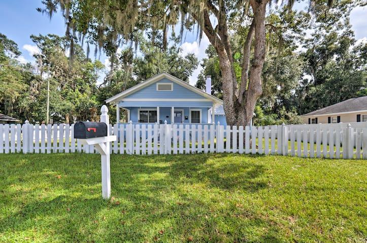 Charming Mount Dora Cottage w/ Front Porch & Yard!