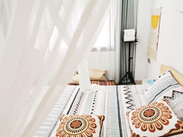 东山岛铜陵镇小客栈-room1,东南亚纱幔大床房,投影仪,近南门湾,南屿
