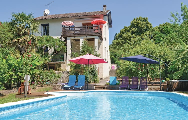Holiday cottage with 3 bedrooms on 120m² in Laguepie
