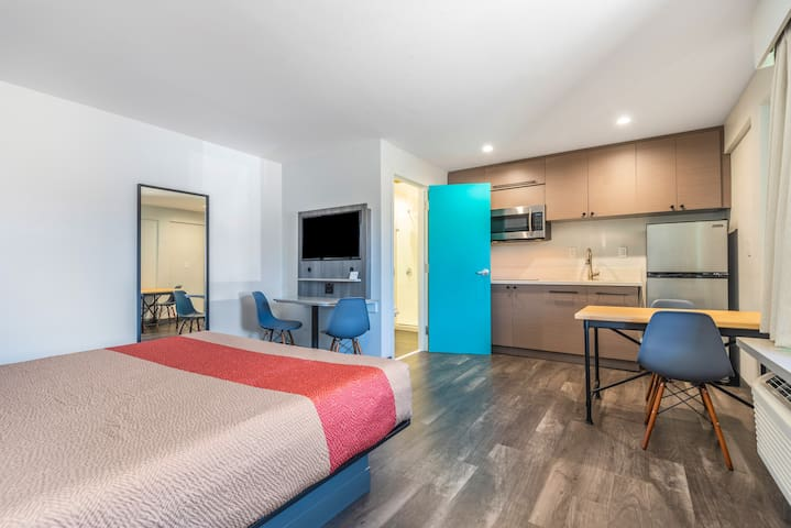 Solo Motel, King Room with Kitchenette