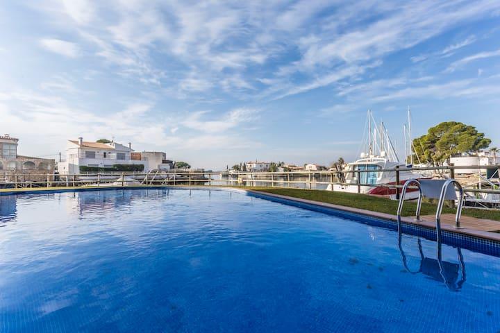 Piso de 2 habitaciones, 3 piscinas y cerca del mar