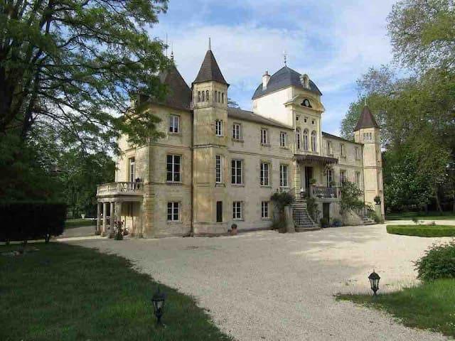 Varennes-Vauzelles的民宿
